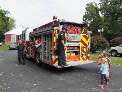 2016__lj_firefighter-visit-110